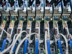 企业网络推广下微软服务器浸泡于液体试